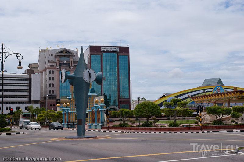 Тугу-Клоктауэр в Бандар-Сери-Бегаване, Бруней / Фото из Брунея
