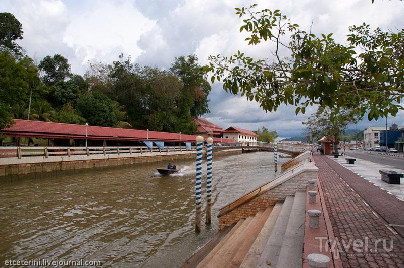 Канал в Бандар-Сери-Бегаване, Бруней / Фото из Брунея