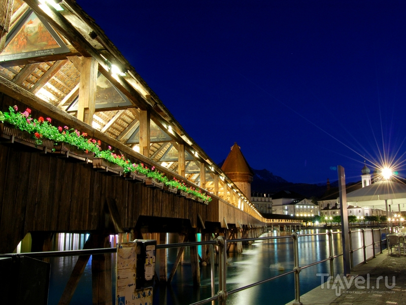 Часовенный мост в Люцерне ночью / Швейцария