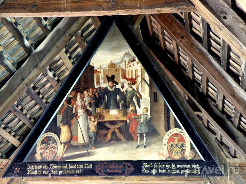 Картины, изображающие исторические сцены, на Капельбрюкке в Люцерне / Швейцария