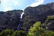 Справа от водопада / Швейцария
