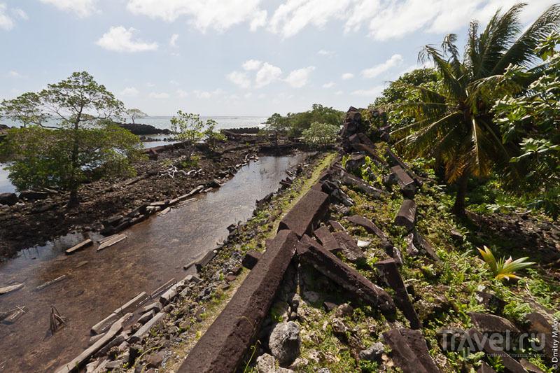 Канал в каменном городе, Микронезия / Фото из Микронезии