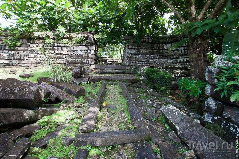 Дорога в каменном городе, Микронезия / Фото из Микронезии