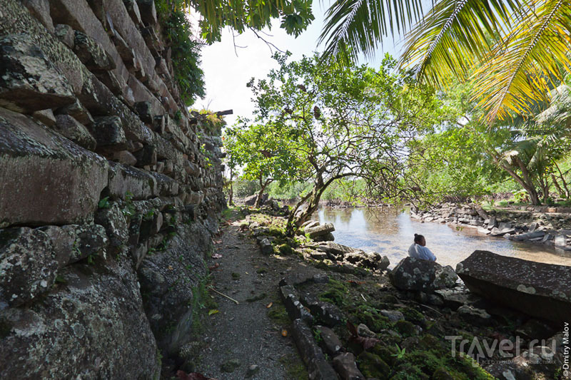 Стена каменного города Нан-Мадол, Микронезия / Фото из Микронезии