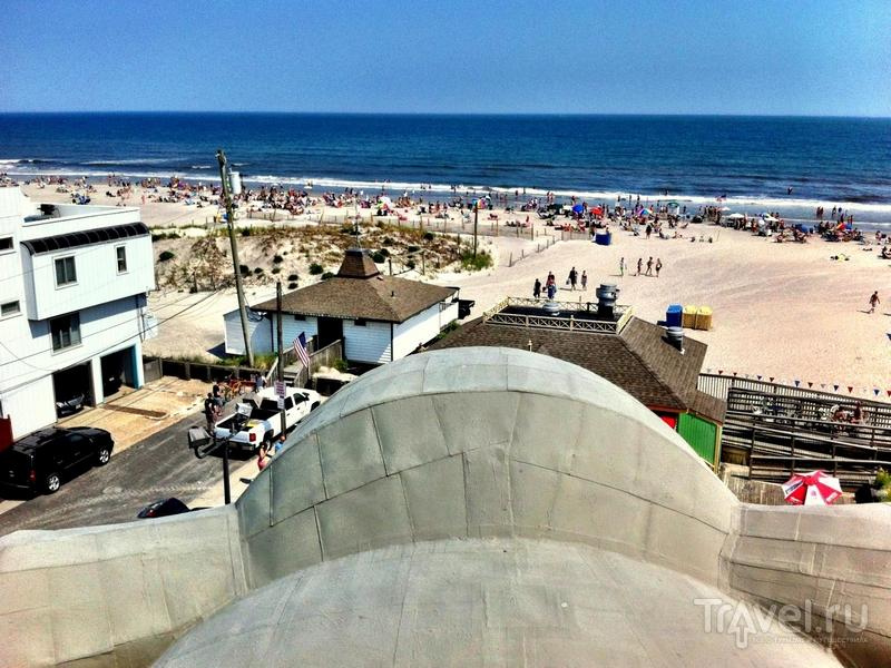 Вид на Атлантический океан со смотровой площадки здания / США