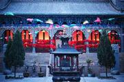 Внутри монастыря / Китай