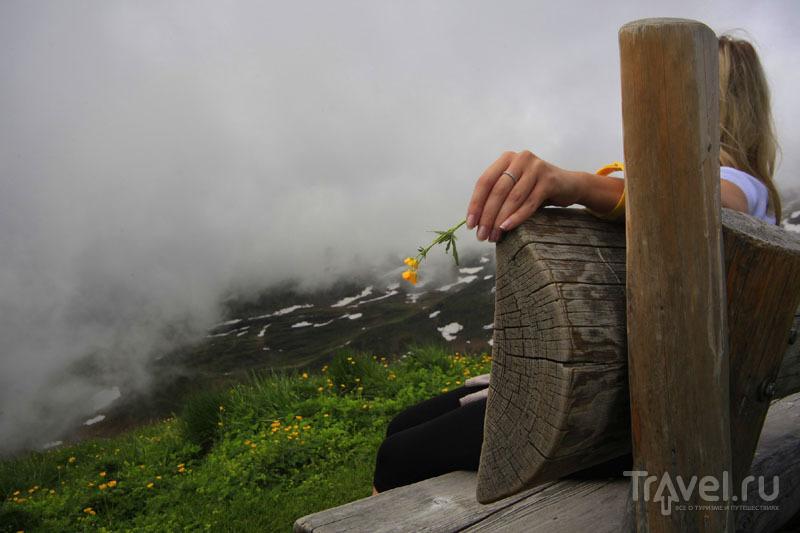Скамейка в Швейцарских горах / Фото из Швейцарии