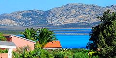 Остров-тюрьма привлекает туристов. // hotelcalarosa.it