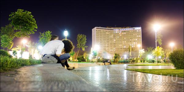 У гостиницы Узбекистан / Узбекистан