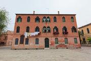 Дом на площади / Италия