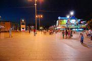 Местные жители на площади / Македония
