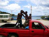 Танцуют прямо в кузове / Вануату