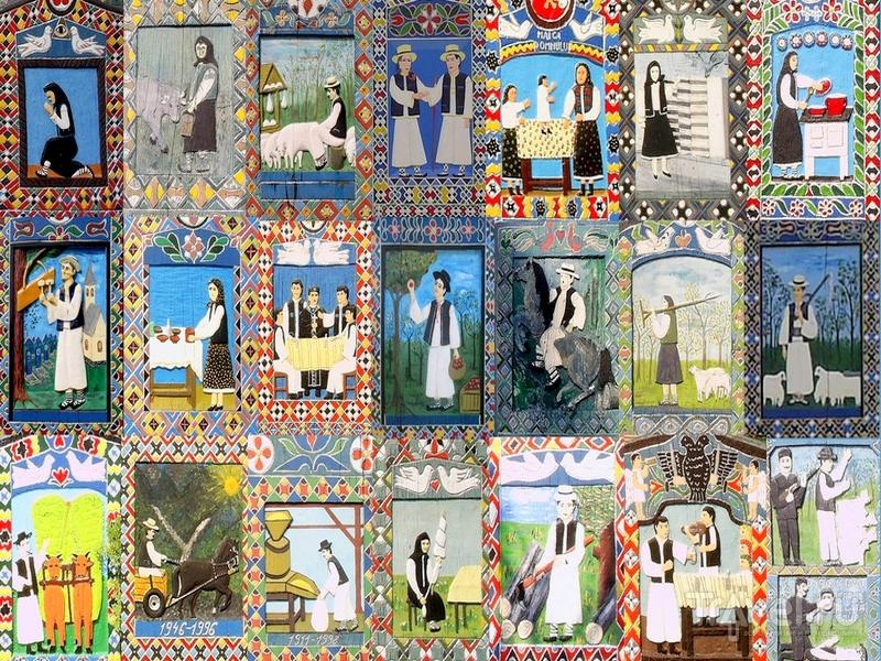 Разнообразные рисунки на крестах на Веселом кладбище в Румынии / Румыния