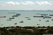 Очередь из кораблей на погрузку / Сингапур