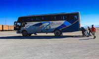Движение автобуса силами пассажиров / Боливия