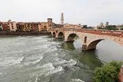 Мост через реку Адидже / Италия