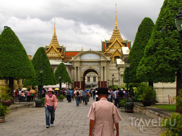 Вход в храмовый комплекс у королевского дворца в Бангкоке, Таиланд / Фото из Таиланда