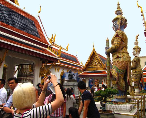 В храмовом комплексе у королевского дворца в Бангкоке, Таиланд / Фото из Таиланда