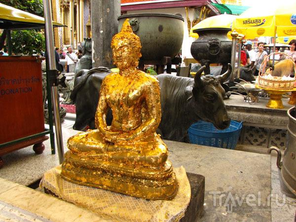 Статуя в храмовом комплексе у королевского дворца в Бангкоке, Таиланд / Фото из Таиланда