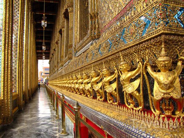 Стена храма Изумрудного Будды в Бангкоке, Таиланд / Фото из Таиланда