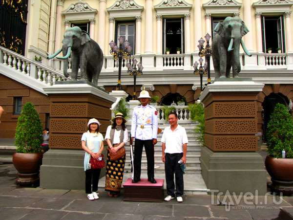 У королевского дворца в Бангкоке, Таиланд / Фото из Таиланда
