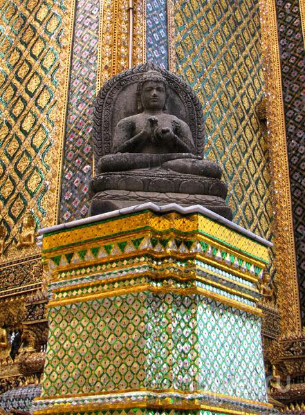 Статуя храмового комплекса у королевского дворца в Бангкоке, Таиланд / Фото из Таиланда