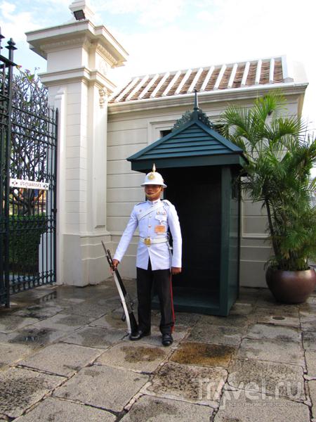 Караул у королевского дворца в Бангкоке, Таиланд / Фото из Таиланда