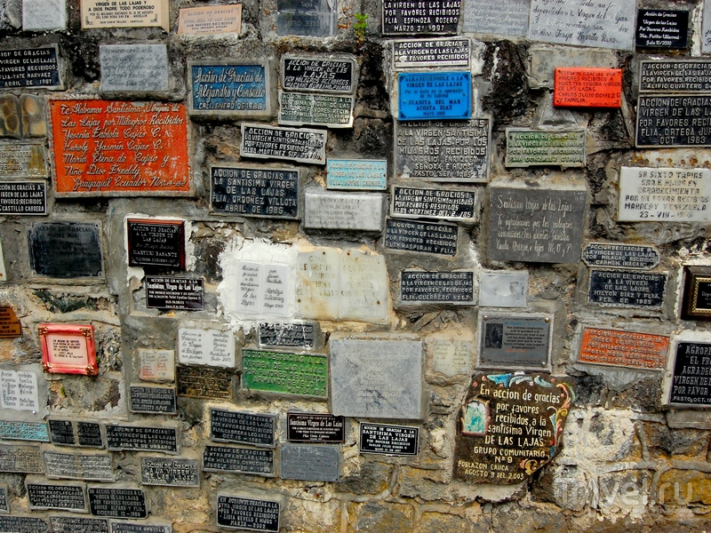 Благодарственные таблички в скалах у собора Лас-Лахас / Колумбия