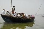 Лодка с пассажирами / Индия