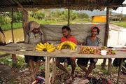 Рядом с мостом рынок / Папуа-Новая Гвинея