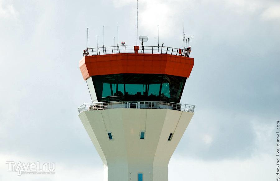 Авиадиспетчерская башня / Фото с Мальдив