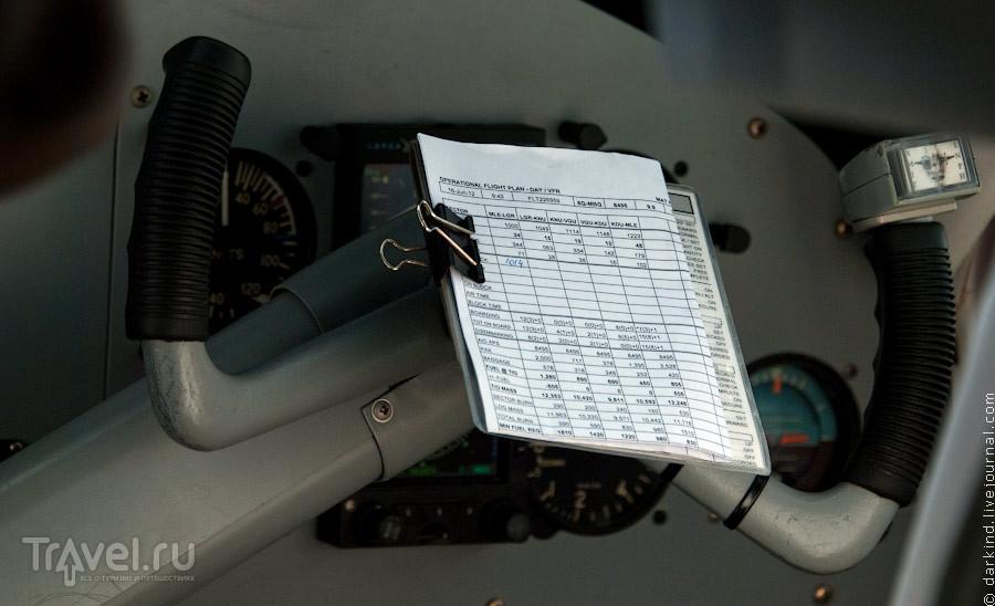 Полетная шпаргалка на штурвале / Фото с Мальдив