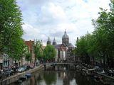 Набережные часто не имеют ограждений / Нидерланды