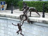 Скульптуры на набережной / Сингапур