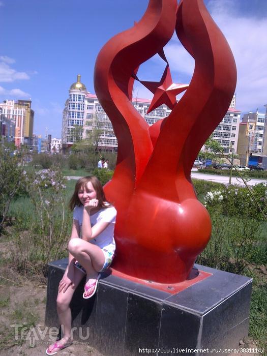 Красный монумент / Китай