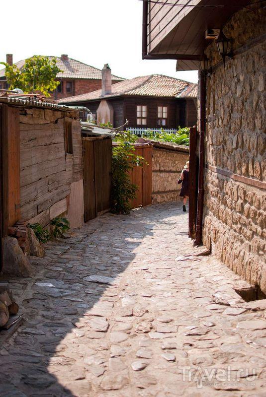 Узкие каменные улочки / Болгария