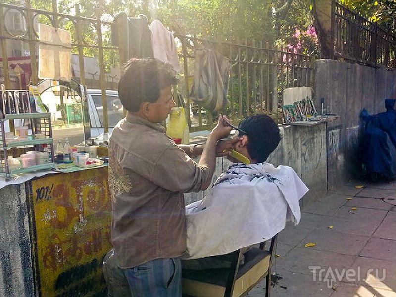 Уличный парикмахер / Индия