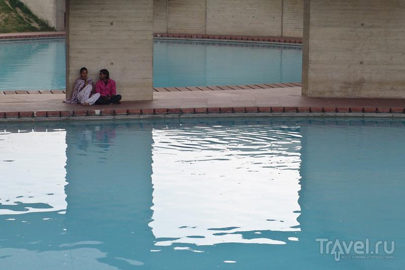 Бассейн в храме Лотоса / Индия