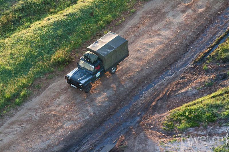 Машина в национальном парке Масаи-Мара, Кения / Фото из Кении