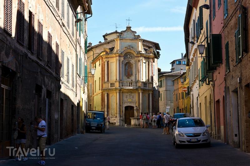 Церковь в старой части города / Италия