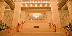 Главная лестница отеля ITC Grand Chola / itchotels.in
