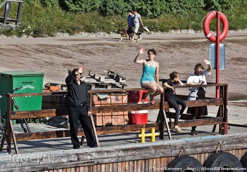 Туристы на пристани / Россия