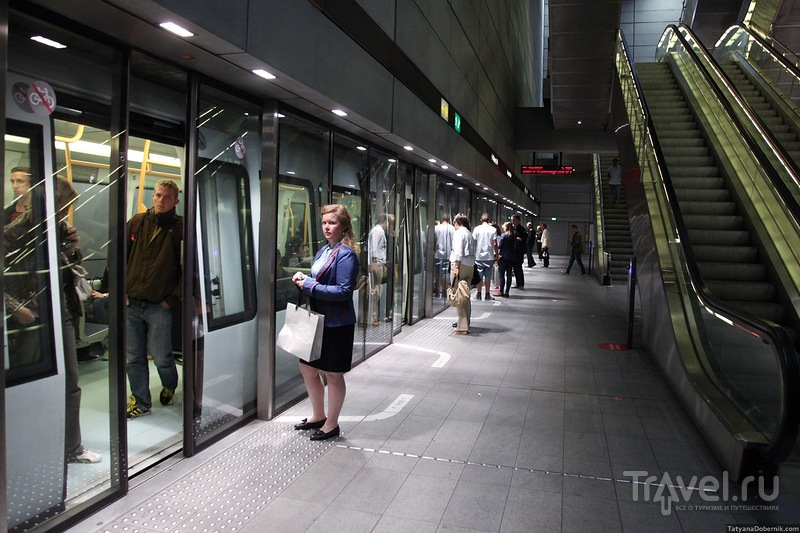 Двойные двери на станции / Дания