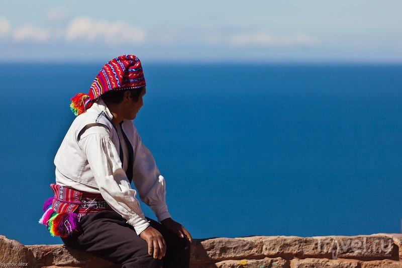 Смотрит на озеро / Перу