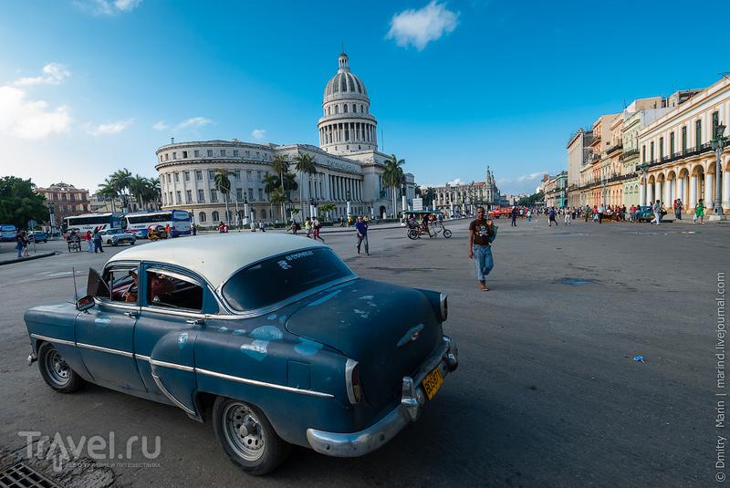 Автомобиль на улице / Куба