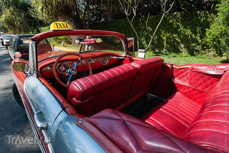 Диваны в автомобиле такси / Куба