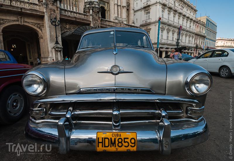 Серебристый Plymouth / Куба