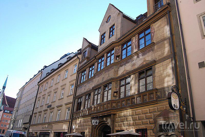 Дом с росписью, один из многих в Мюнхене, Германия / Фото из Германии