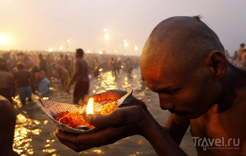 Возносит молитвы к богу Солнца / Индия
