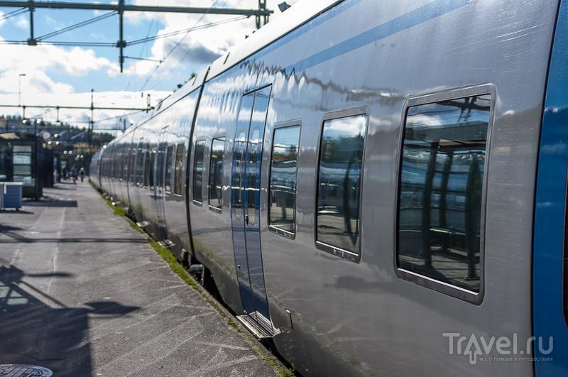 Поезд у платформы / Швеция